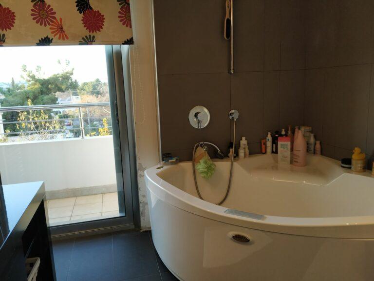 Master Bedroom Bathroom B